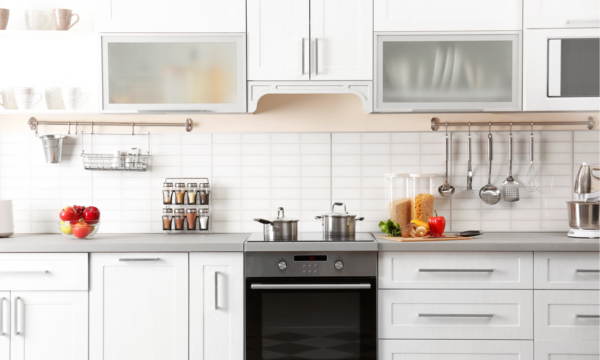 Kitchen Hack: Your Easy Guide To A Spotless Stove (Naturally!)